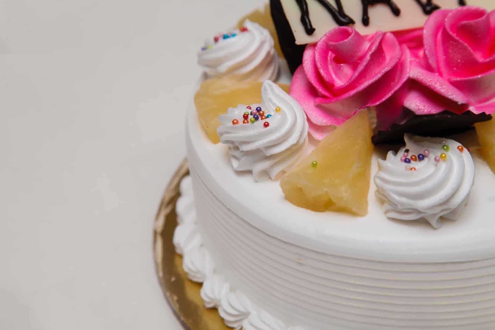 make money from home decorating cakes